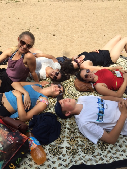 How many Pacers can we fit onto Mme G's beach throw on the banks of the Loire River?